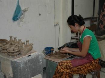 Mahasiswi Kriya Seni ISI Denpasar